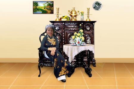 Mẫu PSD ảnh bà ngồi bàn trà dùng cho ghép ảnh